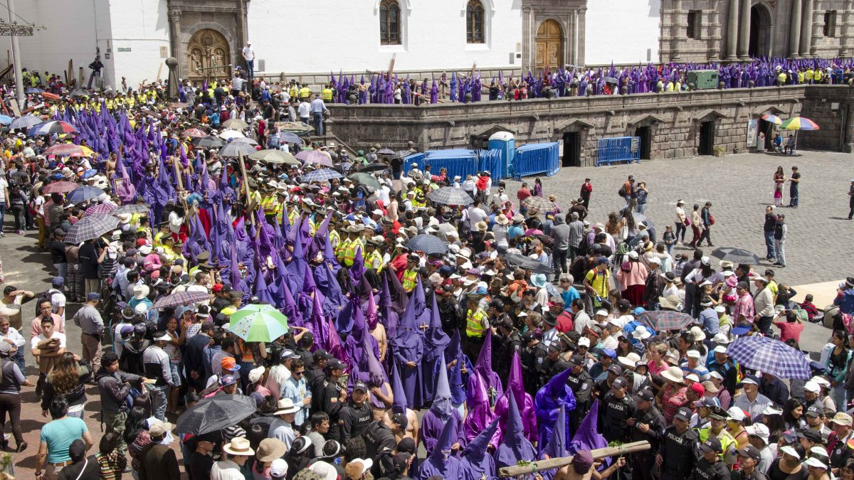 Good Friday Procession, steps of the Iglesia San Francisco, Quito, Ecuador | ©Angela Drake