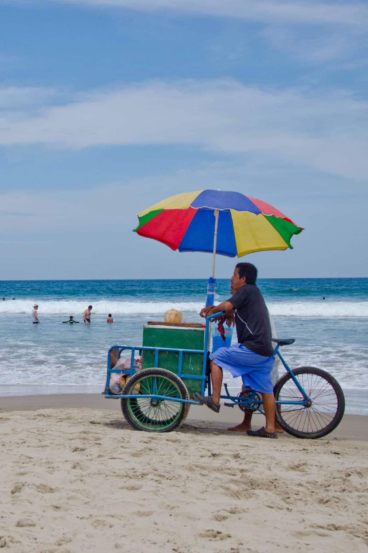 Food Vendor in Montanita, Santa Elena, Ecuador | ©Angela Drake / Not Your Average American; Ecuador Por Mis Ojos