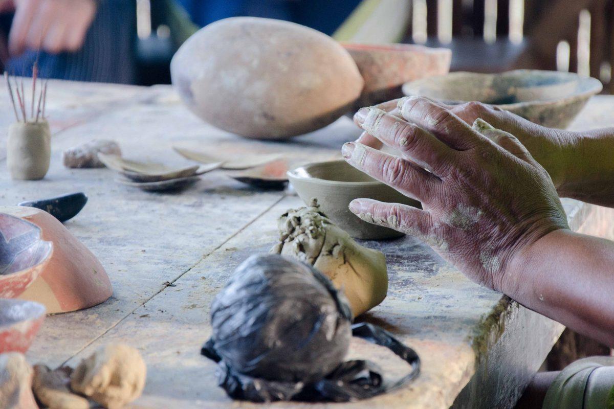 Traditional Quichua Pottery Making, Puerto Napo, Ecuador | ©Angela Drake /Ecuador Por Mis Ojos
