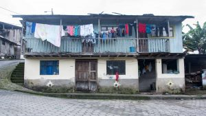 Morning in Pacto, Laundry