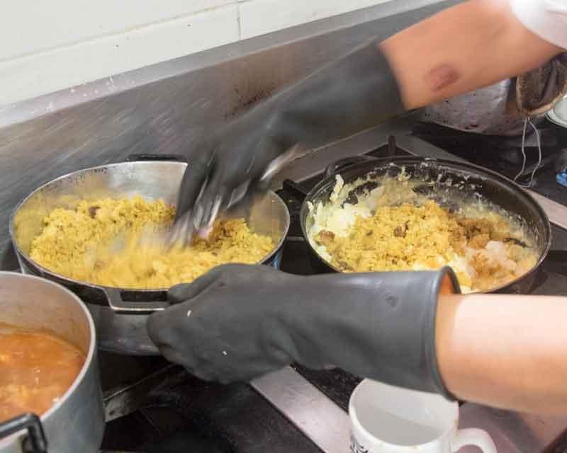 Add plantain to the scrambled eggs; recipe for tigrillo.