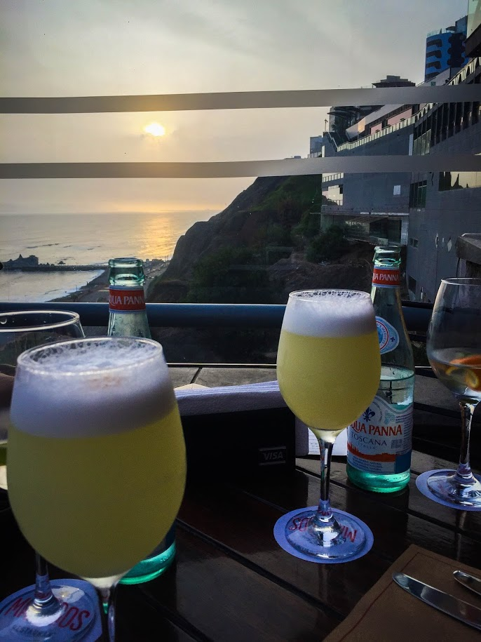 Sunset with Pisco Sours in Lima, Peru | ©Laura Frasse