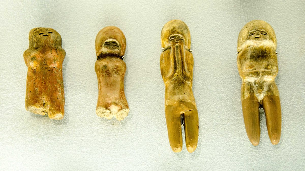 These Venus-like figures are common to the Valdivia culture, found in the coastal provinces of Santa Elena, Manabí, and El Oro; 3500-1500 BCE.