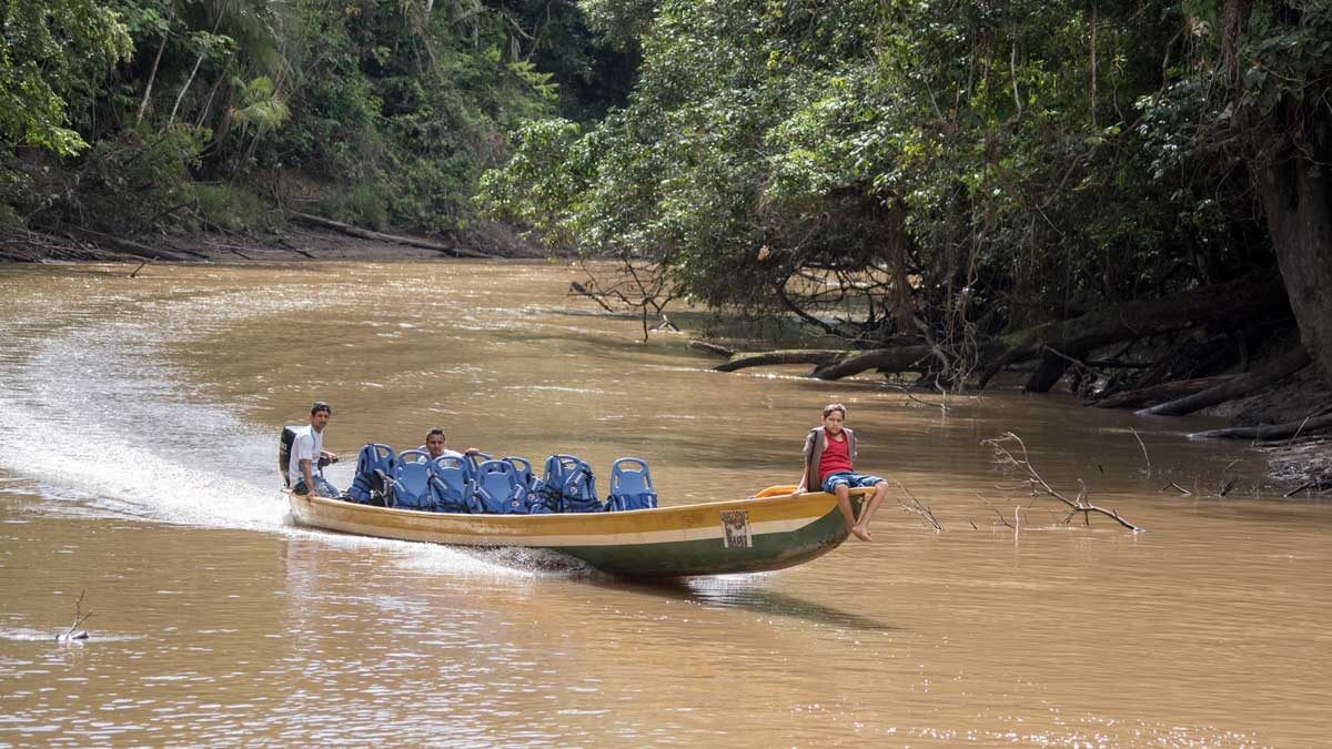 Canoe arriving from the nearby Siona Community to pick up tourists; Dracaena Lodge, Cuyabeno, Ecuador | ©Angela Drake