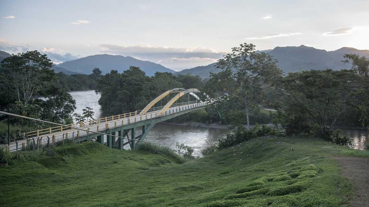 Bridge crossing the Río Zamora in Yantzaza | ©Angela Drake