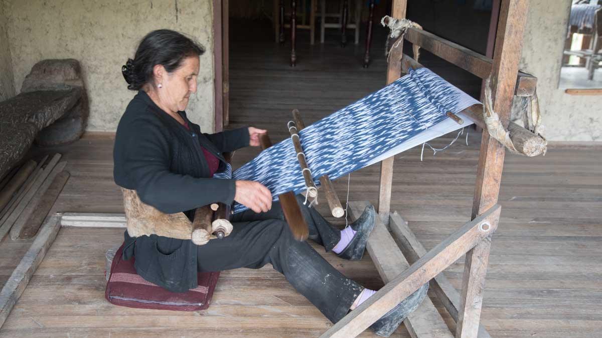 Ana María Ulloa demonstrates weaving a shawl on the loom; La Casa de la Macana, Gualaceo, Ecuador   ©Angela Drake
