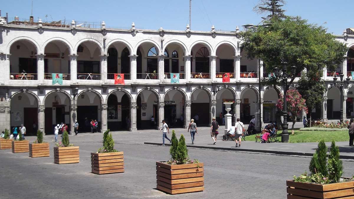 Colonnades around the Plaza de Armas, Arequipa, Peru | ©Eleanor Hughes